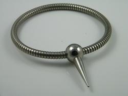 Halsband, flexibel met gepolijste bolsluiting met spike