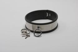 Halsband van roestvrijstaal en rubber randen, met ring